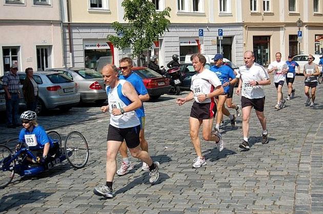 Verbissener Kampf in der Altstadt. Der Lohn: Ich war über 2 Min. vor den beiden Läufern hinter mir im Ziel.