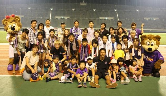 試合に招待いただき、終了後、サンフレッチェ広島在籍の高荻選手と中島選手と記念撮影!