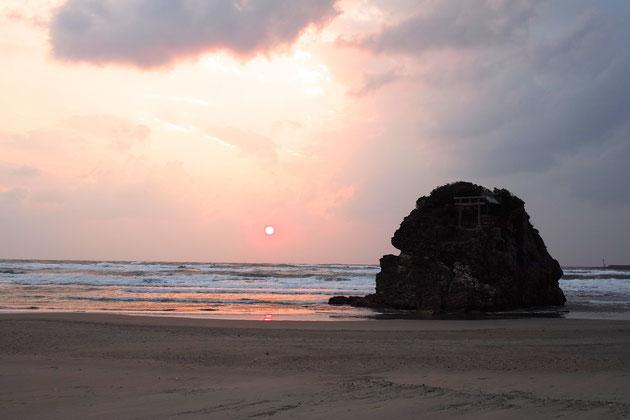夕日の稲佐の浜