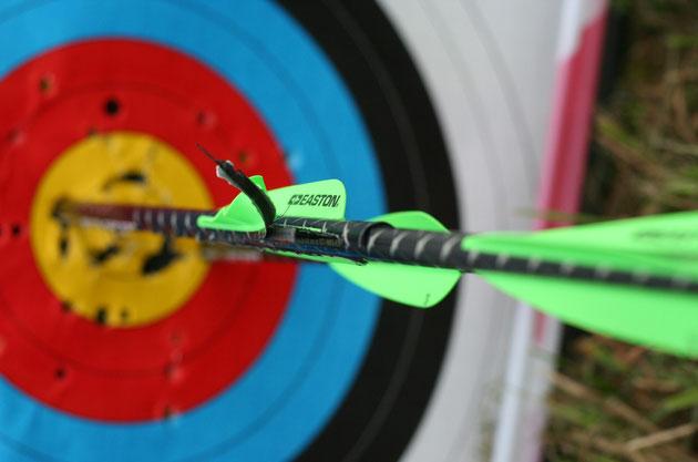 Der Meister-Schuss ( Robinhut-Schuss ) aus 200m mit einer von mir modifizierten Armbrust...