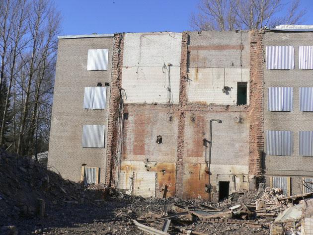 Демонтирован цех примыкавший к зданию