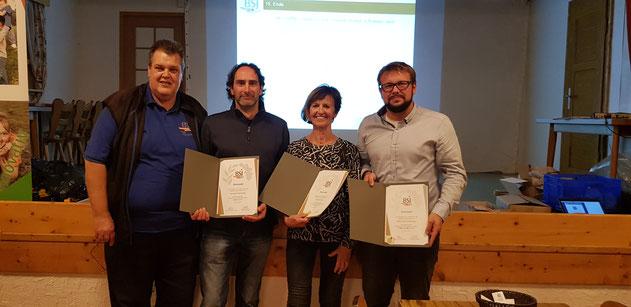 von links: Hans Weber (Vorsitzender BSJ im Landkreis), Gerhard Kreutmair, Anna Ermert, Maximilian Stettmeyr
