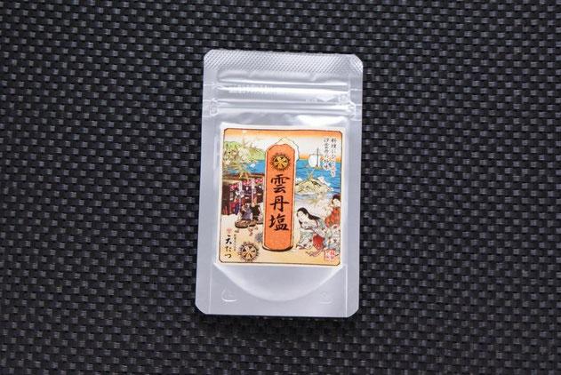 バフンウニと塩だけで作る雲丹塩(ウニシオ)は紫外線を遮るアルミパッケージと、脱酸素材によって冷蔵にて1年間の保管が可能です