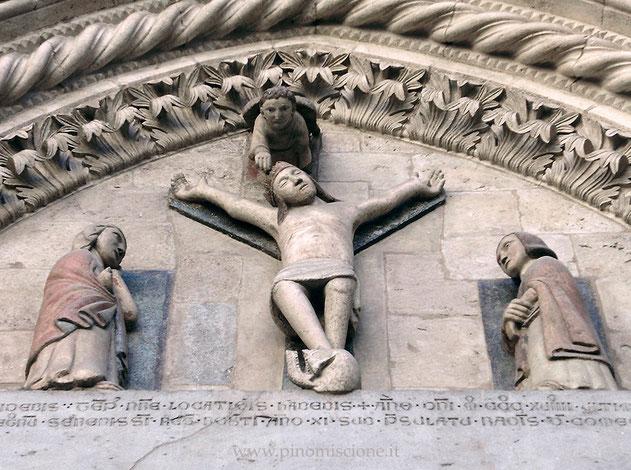 Cattedrale di Larino Crocifissione nella lunetta