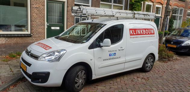 Aannemer glaszetter schilder loodgieter en dakdekker onder een dak in Leiden
