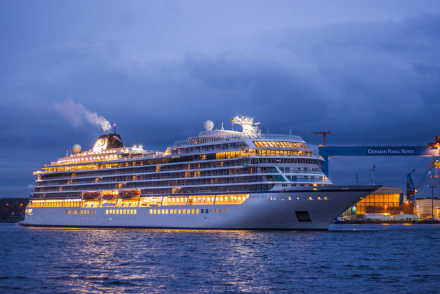 Die Viking Sky beim Erstanlauf in Kiel // © Stephen Gergs