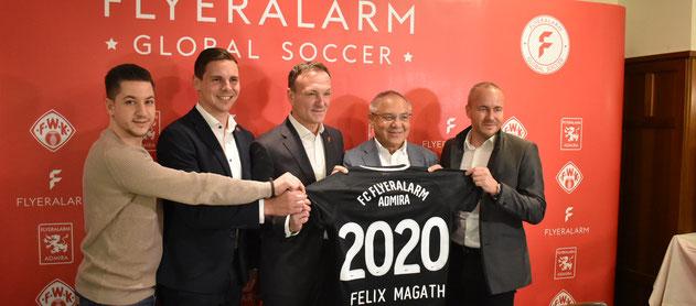 Bei der Pressekonferenz wurde das neue Projekt Flyeralarm Global Soccer mit dem Head Felix Magath präsentiert