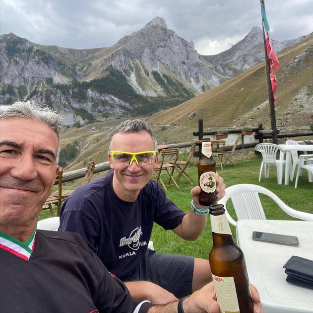 meritata birra al rifugio Carbonetto, ottimo rifugio di recente ristrutturazione, posto in località incantevole