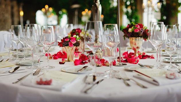 organiza la mesa de la boda