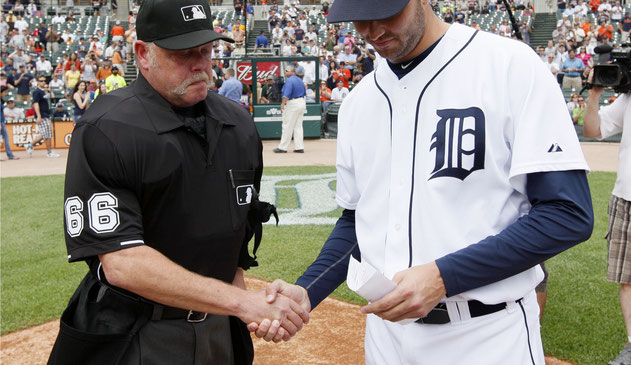 Jim Joyce e Armando Galarraga (AP Photo/Paul Sancya)