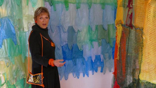 Ein Farbenspeiel aus Plastiktüten ....