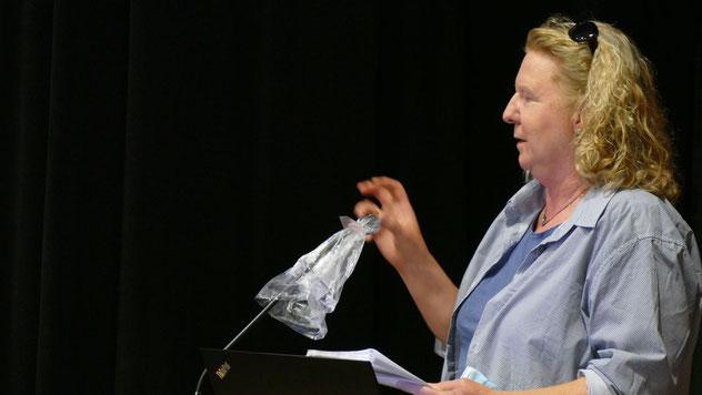 Als Anwohnerin meldete sich Anke Thomsen, zugleich Grünen-Vorsitzende, zu Wort und  zeigte sich besorgt angesichts der Verkehrssituation