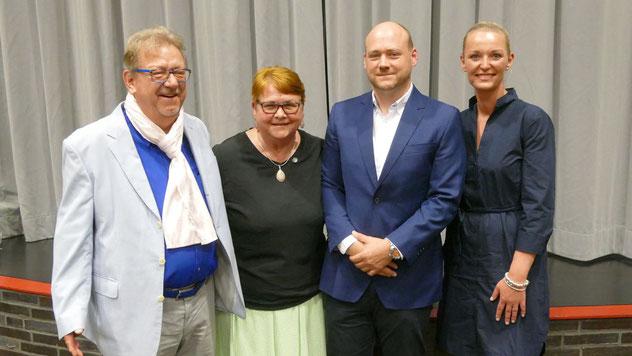 Ein seltenes Bild: Astrid Huemke mit ihrer Familie - Ehemann Ingo, Sohn Julian und Schwiegertochter Dr. Lisa Huemke