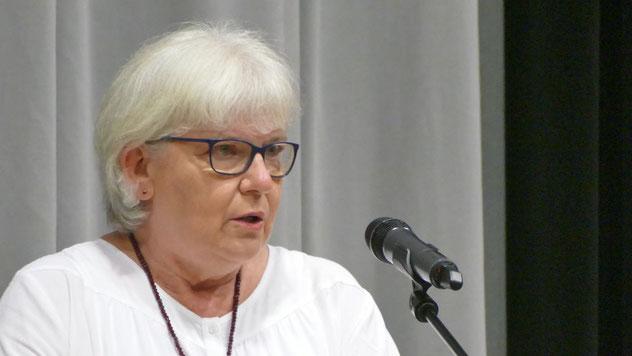 Für die CDU überbrachte die Fraktionsvorsitzende Annegret Tegen die Glückwünsche. Huemke habe immer versucht, kommunalpolitische Konflikte durch den persönliche Dialog zu überwinden.