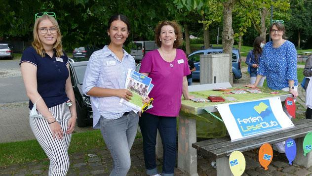 Emine Ulusan mit ihren Mitarbeiterinnen Michaela Ploog und Kerstin Krantz sowie der Auszubildenden Noelle Griesbach (ganz links) hatten für eine perfekte Organisation der Veranstaltung gesorgt