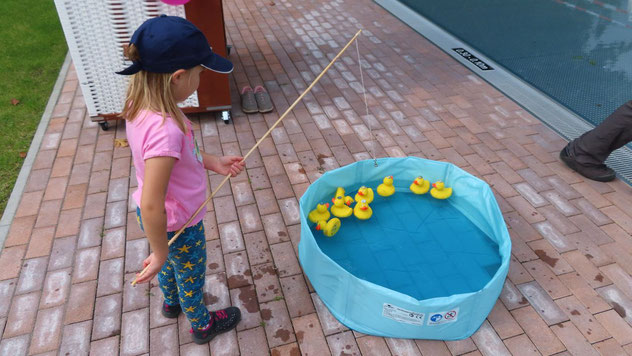 Auch beim Entenangeln konnten die Kleinen Preise gewinnen.