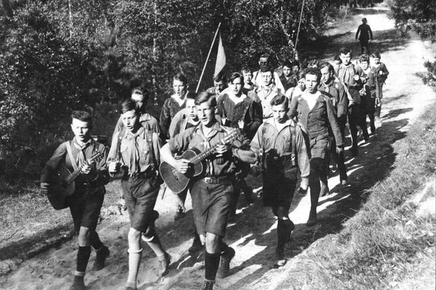 ドイツの青少年グループ「ワンダーフォーゲル」,1930年 Wikipediaより。