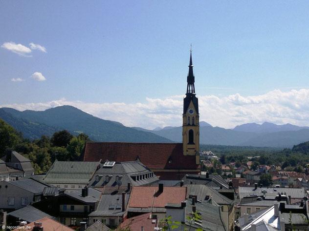 Mariä Himmelfahrt vor herrlicher Alpenkulisse, Bad Tölz