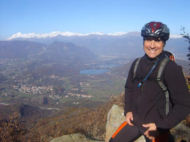 scarpinata di 2 minuti per raggiungere la vetta di Pietraborga, la Val Sangone la fa da padrona
