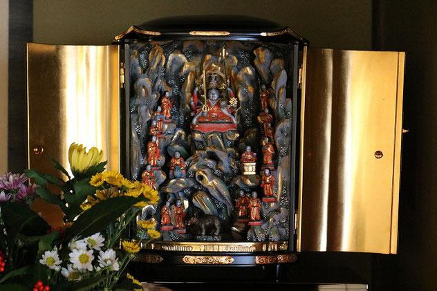 円泉寺に祀る修復された弁財天十六童子像です