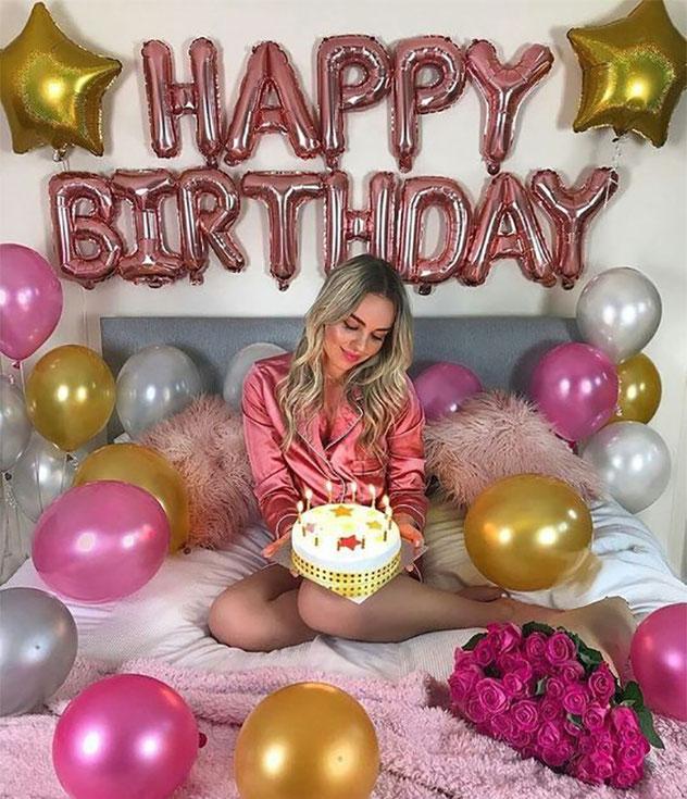 foto de cumpleaños con pastel