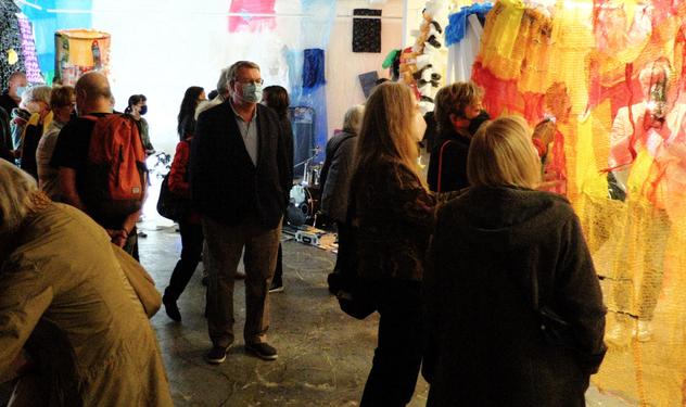 Die ausgestellten Werke stießen bei den zahreichen Besuchern auf großes Interesse (Foto: Zaft)