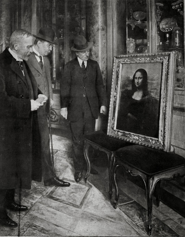 1913年にイタリアのウフィツィ美術館で展示された盗難された《モナ・リザ》