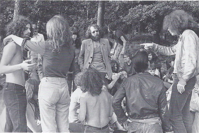 Knast-Camp in Füttersse bei Ebrach, Juli 1969. Tommy Weissbecker (links), Georg von Rauch (sitzend mit nacktem Oberkörper), Fritz Teufel (Mitte), Irmgard Möller (neben Teufel stehend): Viele spätere Terroristen waren beteiligt. Foto: Werner Kohn