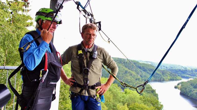 Foto: Wirtschaftsminister Hartmut Möllring flog heute mit der MegaZipline über die Rappbodetalsperre. Ministerium für Wissenschaft und Wirtschaft des Landes Sachsen-Anhalt