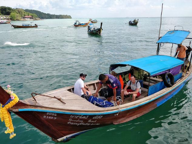 Un long tail boat, notre taxi des mers pour rejoindre notre hôtel