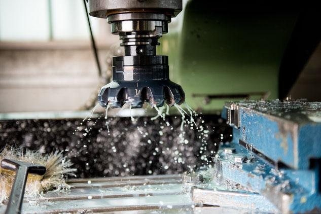 Mit Wendeplatten bestückter Messerkopf, ideal für Oberflächen mit niedrigem Ra Rauheitswert zur Blechbearbeitung und zum Fräsen grosser Absätze vor der Blechumformung.