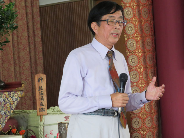 記念講演で「子規の貴重な資料が多くの人の熱意で保存された」と語った子規の孫・正岡明氏。