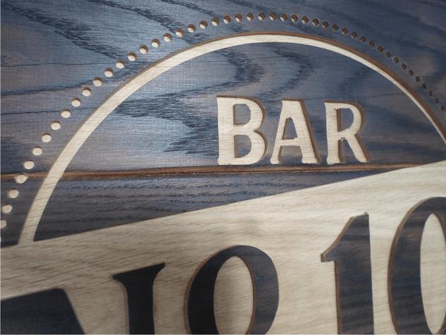 Bar Restaurant Holzschild beflammt