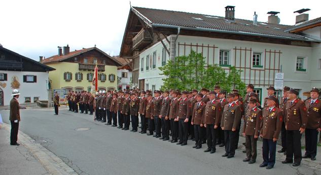 Aufstellung vor der Florianimesse 2014 am Dorfplatz