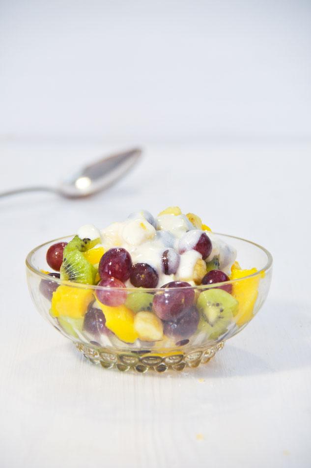 Fruchtsalat mit einer Zitronen Joghurt Soße
