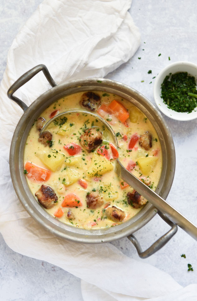 Rezept für Bratwurstklößchen Suppe