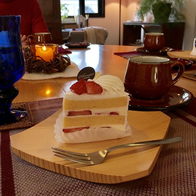 浦和最後のお茶会は、やはりこちらを召し上がっていただかないと・・・❤ 浦和の名店:「マツコの知らない世界」でも紹介された「アカシエ」さん。季節のショートケーキは、今月はイチゴでした❤