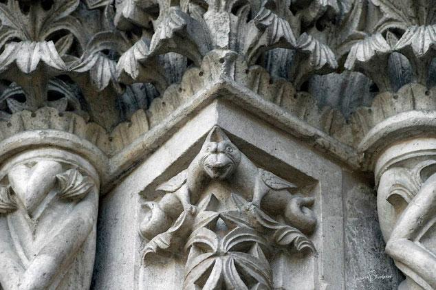 Cattedrale di Larino decorazioni del portale