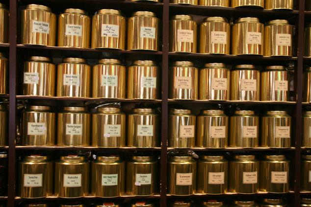 Verschiedene Teesorten in unserem Fachgeschäft