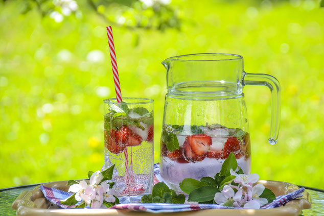 Eistee mit Früchten
