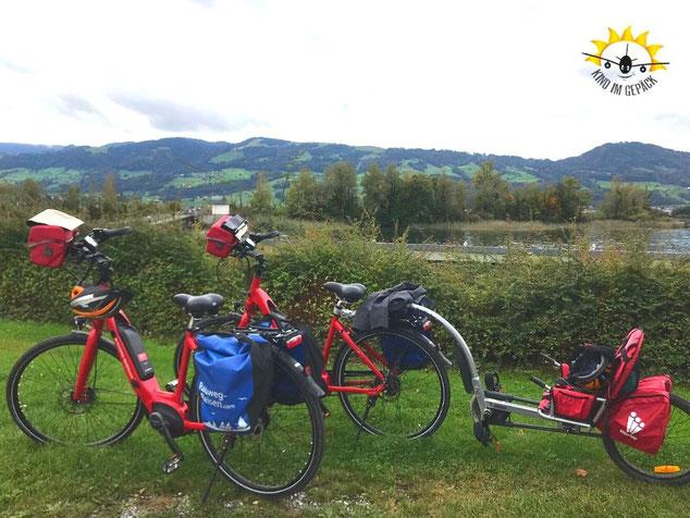 Mit Fahrrädern von Radweg-Reisen auf der Schweizer-See-Route unterwegs.