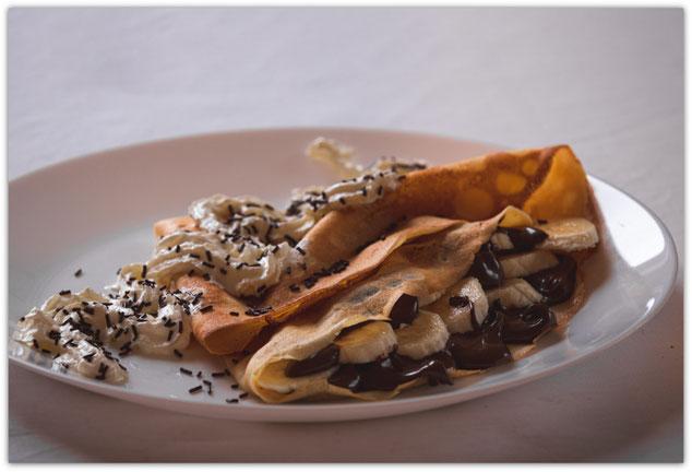 Crêpe sucrée au Nutella, banane et crème fouettée, Crêpes at home