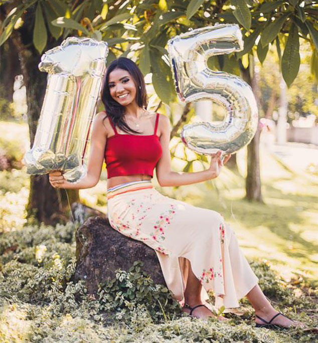 fotos casuales de 15 años con globos