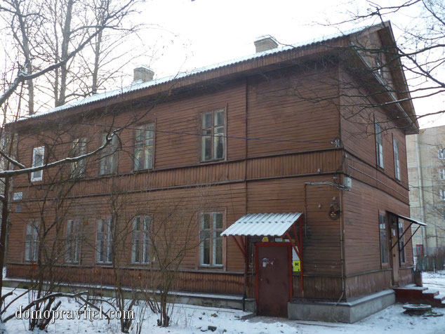 На фото: дом на Карла Маркса 52А. г Гатчина. Декабрь 2014.