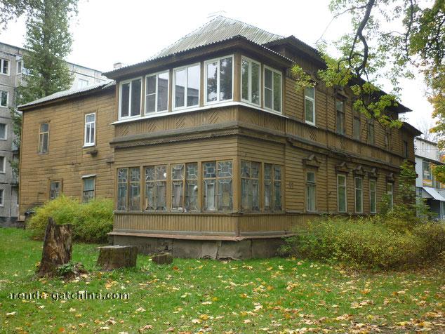 На фото: дом на Карла Маркса 59. г Гатчина. Сентябрь 2014.