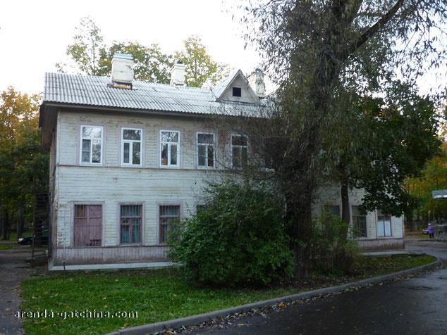 На фото: дом на улице Киргетова 11. г. Гатчина. Сентябрь 2014.