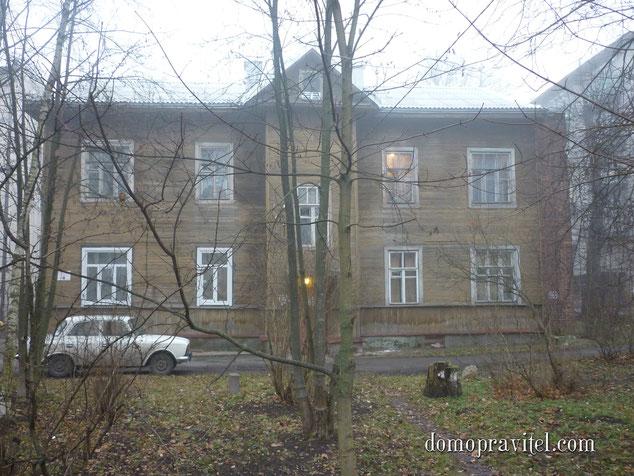 На фото: дом на улице Радищева 5А. г Гатчина. Ноябрь 2014.