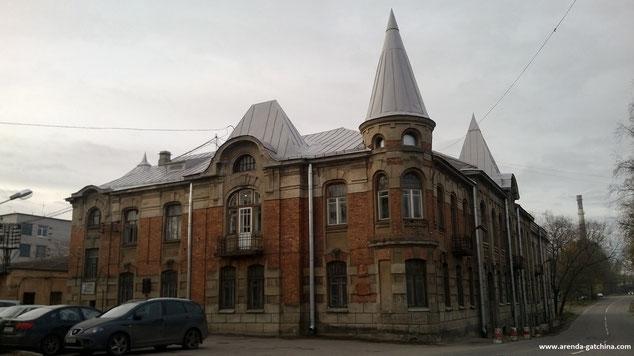 1877 год ознаменовался для Мариенбурга открытием крупного меднолитейного завода, который был основан генерал-майором А.С. Лавровым.