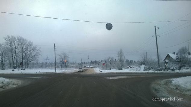 На фото: деревня Кипень. Перекресток Ропшинского шоссе и Нарвского шоссе.