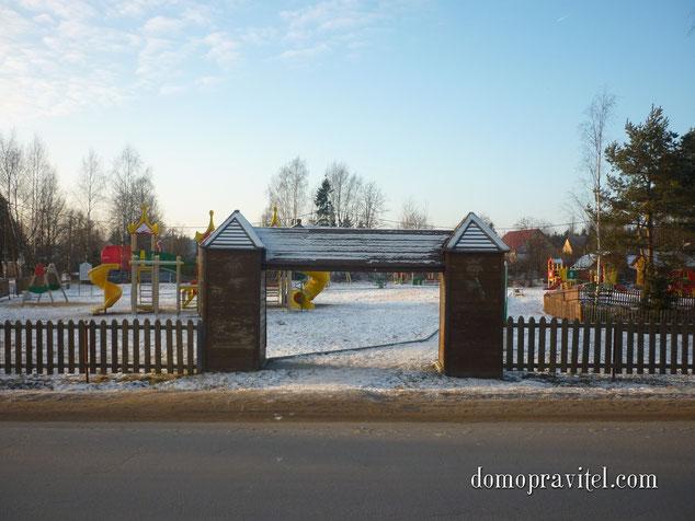 Муниципальная детская площадка в поселке Сусанино. Фото 29 ноября 2014 года.